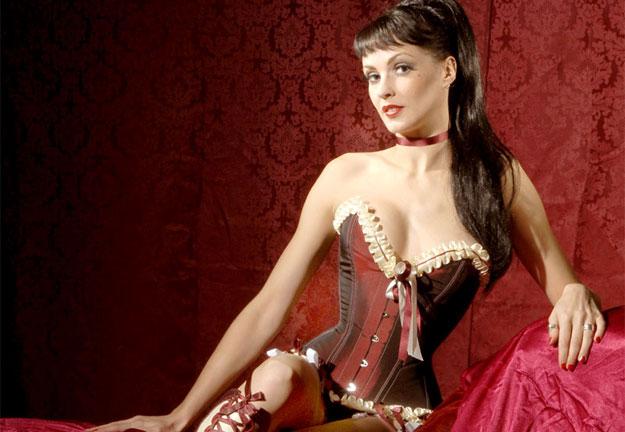Immodesty Blaize trägt exquisite Miss Katie Korsett