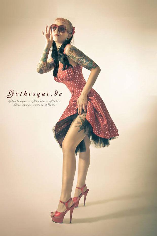 blog-gothesque-polkadot